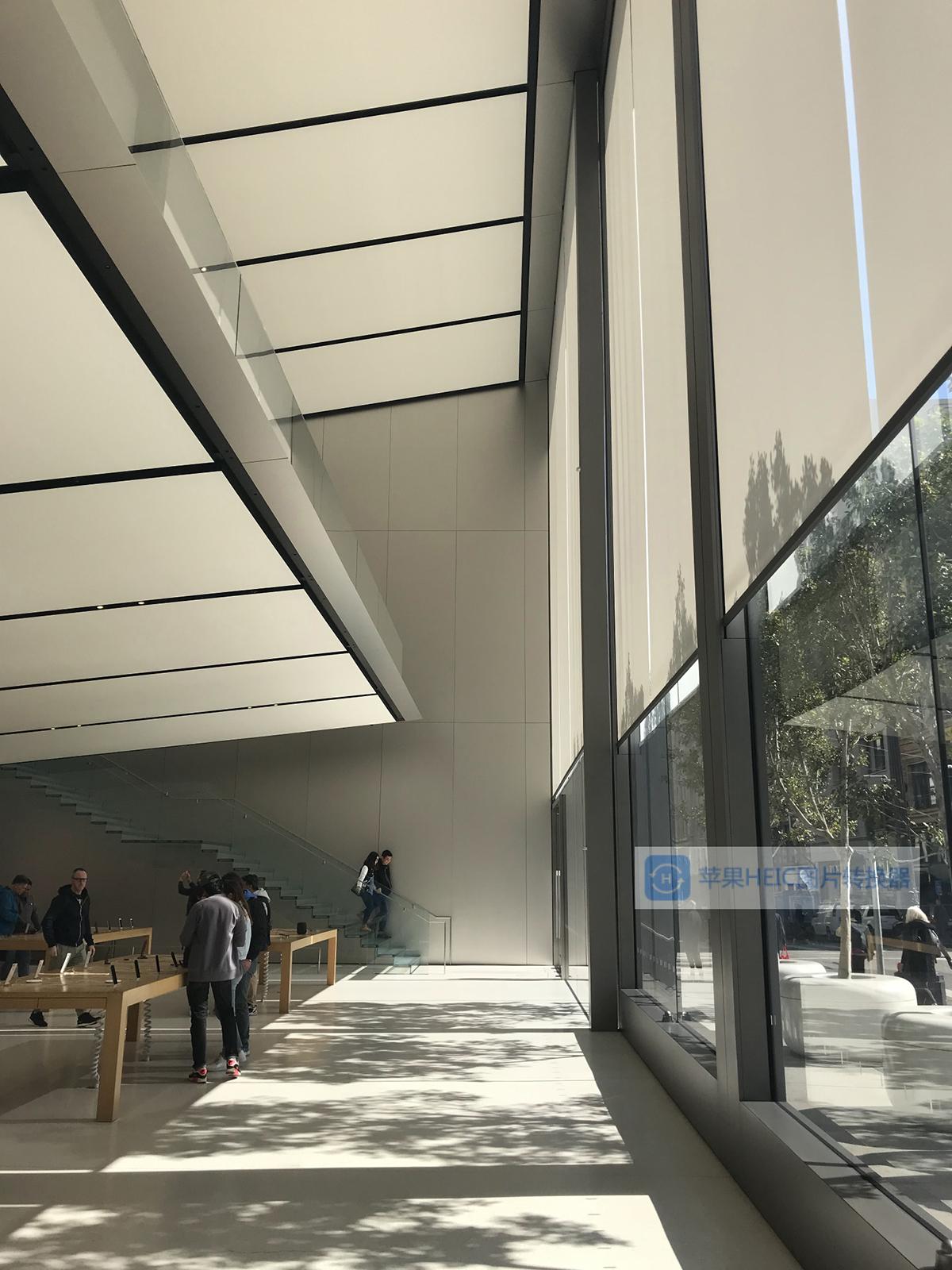 玻璃展示柜_欧创不锈钢为苹果专卖店提供不锈钢定制服务