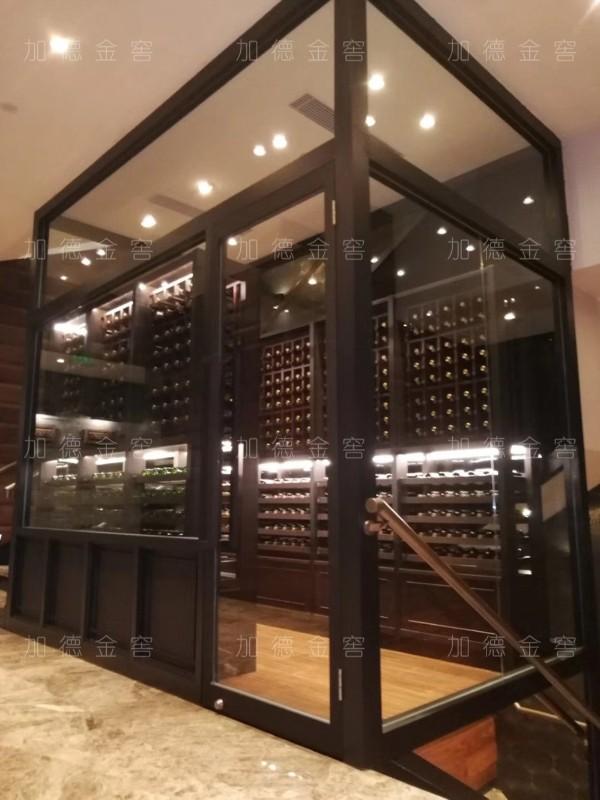 酒店金属酒窖