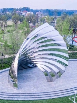 镜面金属雕塑